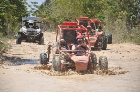 Buggy tour on the Macao coast